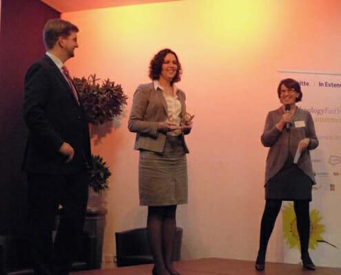 Hélène Auguet recevant le prix Deloitte Technology Fast 50