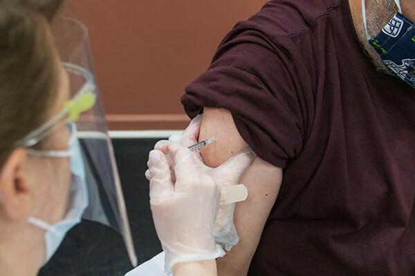 vaccination durant l'epidemie de coronavirus