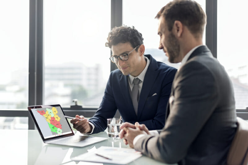 surveiller les tendances du marche pour maintenir une organisation commerciale efficace